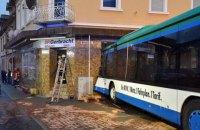 В Германии школьный автобус врезался в стену дома, десятки пострадавших