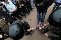 Около 40 человек задержали на акциях в поддержку Навального и перед ними