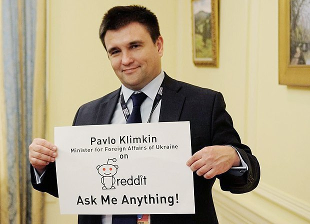 Министр иностранных дел Украины Павел Климкин в рамках визита в Голландию призывает жителей страны задавать ему вопросы в связи с референдумом в онлайн-чате