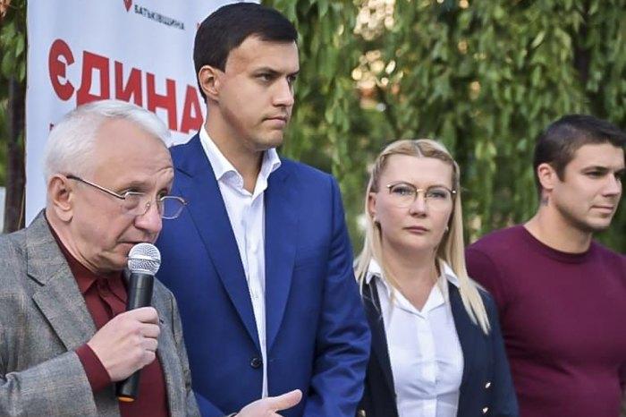 Алла Шлапак (друга справа) під час передвиборчих заходів Батьківщини