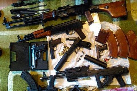 СБУ затримала п'ятьох учасників міжрегіонального угруповання з торгівлі зброєю