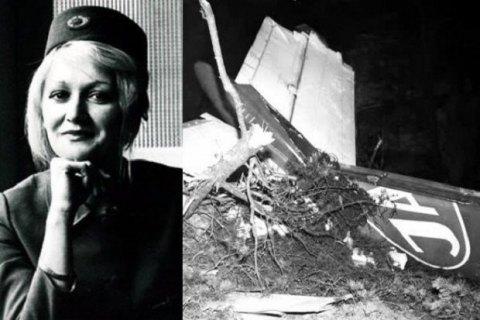Стюардеса, що вижила після падіння з висоти 10 км, померла у віці 66 років