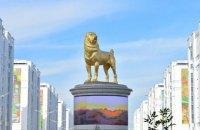 Президент Туркменістану урочисто відкрив золотий 15-метровий пам'ятник алабаю в Ашхабаді