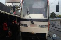 В Киеве обломок тормозного диска пробил пол в трамвае и ранил 80-летнюю пассажирку
