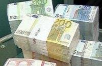 Курс евро снизился до 16-месячного минимума к доллару