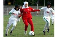 Іранська вболівальниця підпалила себе на знак протесту проти заборони на відвідування стадіонів