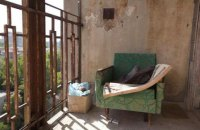 В Днепре демонтируют застекленные балконы с исторических зданий