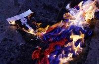 В Одесі спалили російський прапор на пікеті проти концерту російської співачки