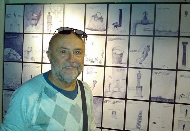 Куратор национального павильона-2013 Александр Соловьев на фоне работ Гамлета