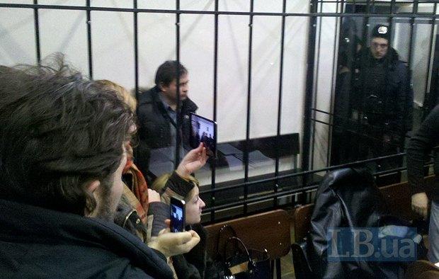 Власть дает надежду на то, что задержанных активистов отпустят. Но при этом когтей не разжимает