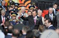Янукович приказал Азарову готовиться к Дню Победы