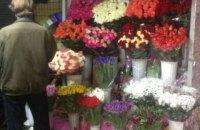 В Киеве подросток украл из цветочного киоска 76 роз, чтобы подарить подруге