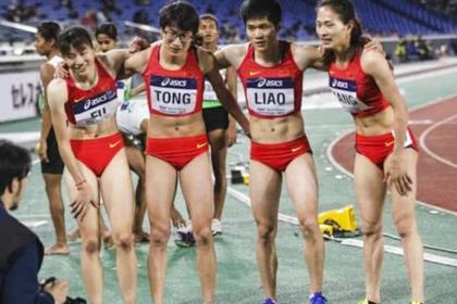 Ляо Мэньсью и Тун Цзенхуань (в середине)