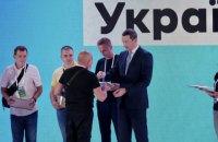 До Дня Незалежності 30 родинам захисників України вручили ключі від нових квартир