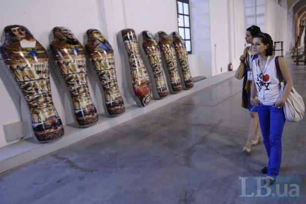Большинство посетителей выставки - вполне прогнозировано - молодежь