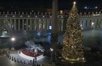 У Ватикані засвітили різдвяну ялинку та покажуть український вертеп