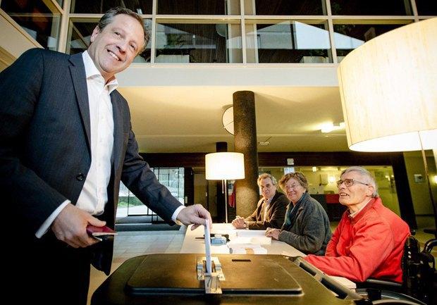 Александр Пехтолд, лидер партии D66