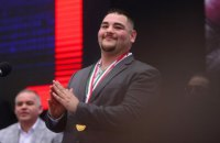 Чемпіон світу з боксу в суперважкій вазі зізнався, що рік тому міг опинитися на вулиці через безгрошів'я