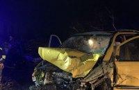 В результате столкновения легкового автомобиля с микроавтобусом в Житомирской области погибли два человека