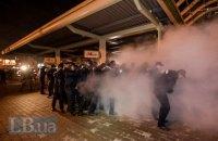 Сім поліцейських отримали травми в сутичках біля АЗС на Ревуцького