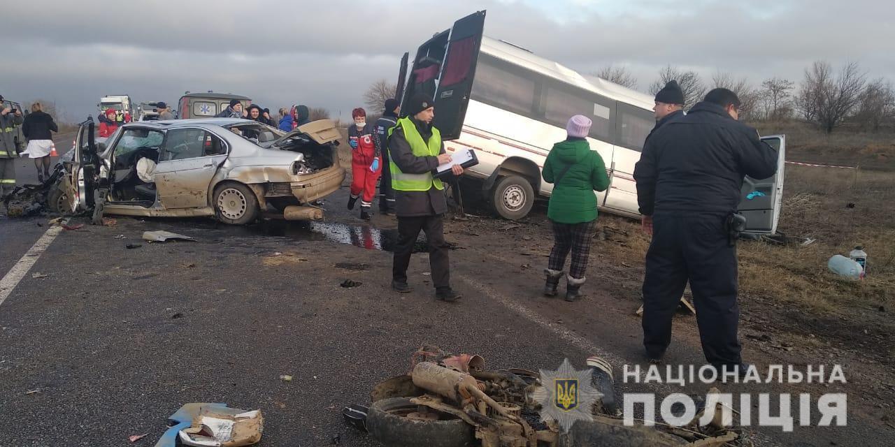 При столкновение маршрутки и легкового автомобиля погибла женщина
