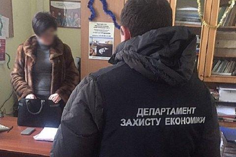 Заступницю декана одеського вузу затримали під час отримання хабара