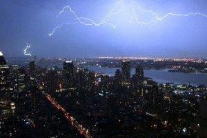 """Ураган """"Сенді"""" перетворив центр Нью-Йорка на річку"""