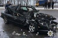 Возле Харькова Audi врезалась в остановившийся на обочине грузовик, погибли четыре человека