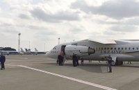 В Україну з Росії повернулися 11 політв'язнів і захоплені моряки