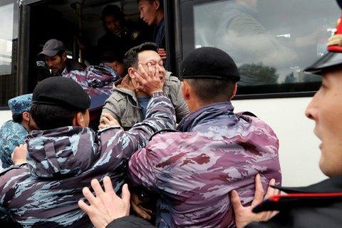 В Казахстане на митингах, связанных с выборами, задержали 9 журналистов