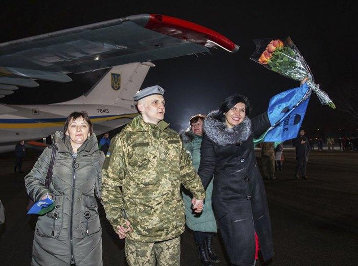 Освобожденных украинцев встречают родные в аэропорту Борисполя, 29 декабря 2019