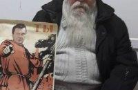 В Мариуполе пенсионер расклеивал плакаты с Януковичем в образе красногвардейца