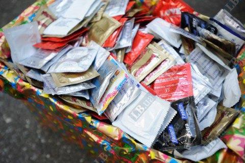 У Пакистані заборонили рекламу презервативів
