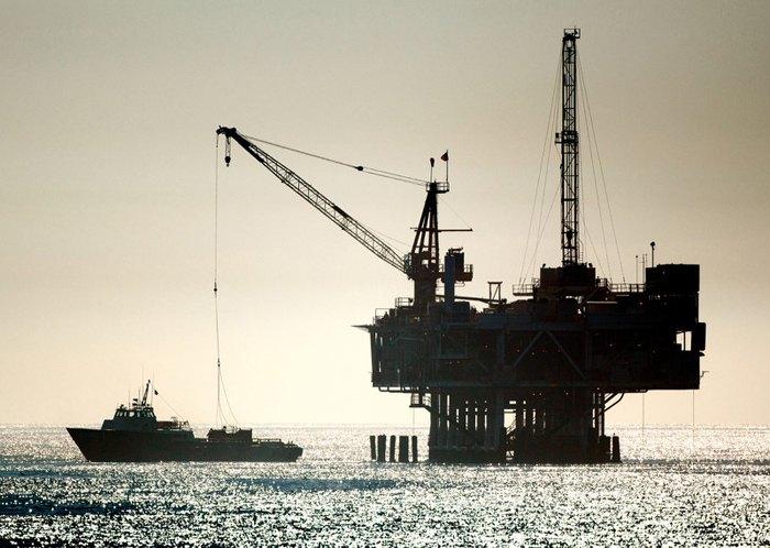 Нефтяная буровая установка у побережья Тихого океана, Калифорния, США, 4 января 2018