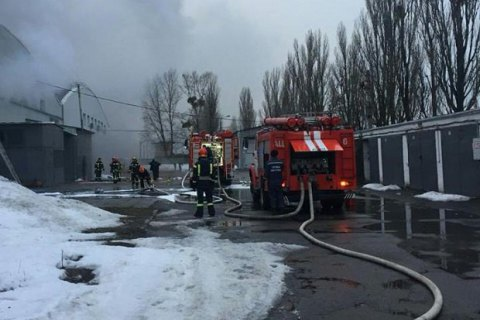 В Киеве на Туполева произошел масштабный пожар на складах (обновлено)