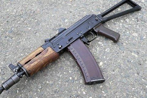 В Киеве мужчина выстрелил в соседа из автомата