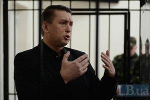 Мельниченко погрожує втекти за кордон