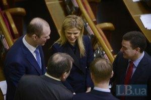 Депутаты отказались от работы и продолжают активно праздновать