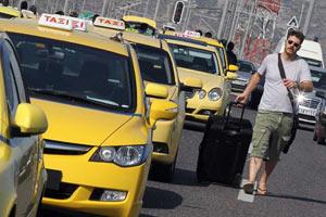 В Афинах таксисты заблокировали подъезды к аэропорту и в порт