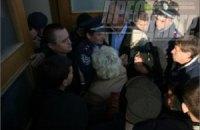 В Черкассах пенсионеры штурмовали горсовет из-за отмены льгот