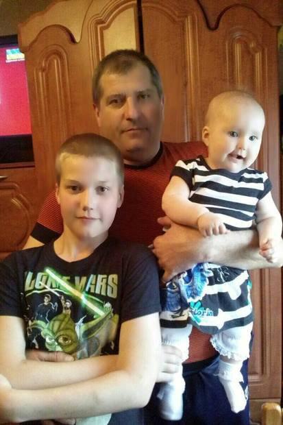 Володимир Мотроненко з дітьми