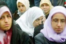 Міністр із питань прав жінок Франції порівняла мусульманок у хіджабах із неграми в рабстві