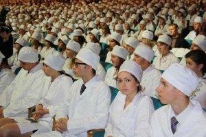 Кабмін звільнив випускників ВНЗ, окрім медиків, від відпрацювання