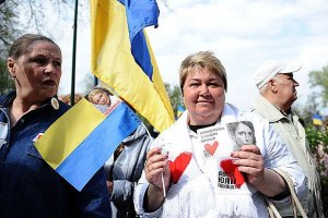 Під харківським судом зібралися прихильники і противники Тимошенко