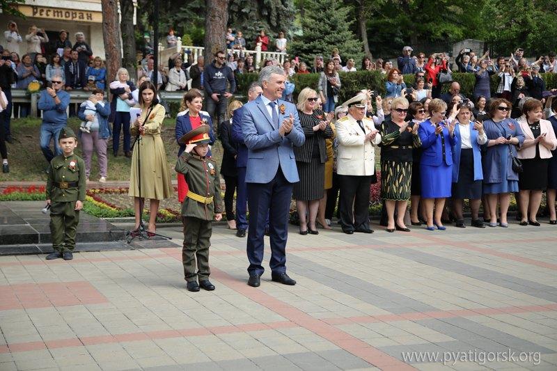 """В России провели парад """"дошкольных войск"""" - как вы к этому относитесь?"""