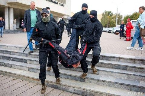 На акціях у Білорусі в неділю затримали понад 350 протестувальників (оновлено)