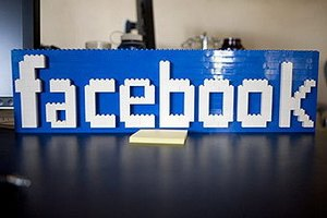 Facebook начал автоматически распознавать лица на фото