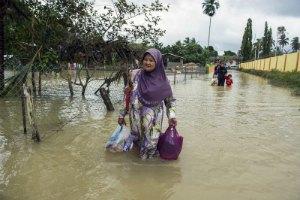 У Малайзії через повінь евакуйовано 100 тис. осіб