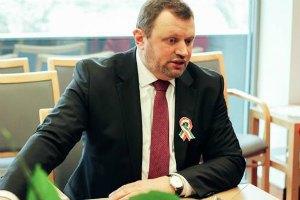 Посольство Венгрии и Красный Крест передали детям переселенцев школьные принадлежности