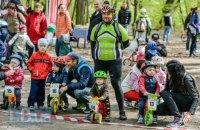"""У київському парку """"Дубки"""" пройшов велозабіг для малюків"""